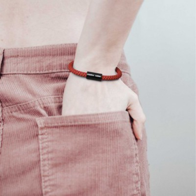 Bracelet with Matt black magnetic clasp and RT94 cable