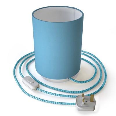 Posaluce de metal con pantalla de cilindro celeste, completo con cable textil, interruptor y enchufe inglesa