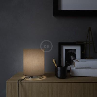 Posaluce de metal con pantalla de cilindro Marrón Camelot, completa con cable textil, interruptor y enchufe inglesa